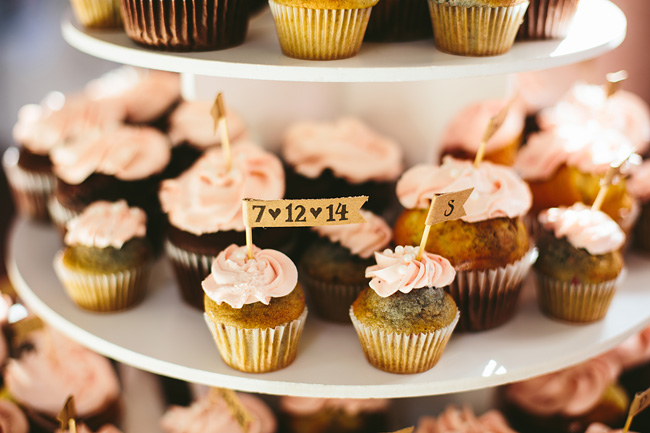 Cupcakes with kraft tags