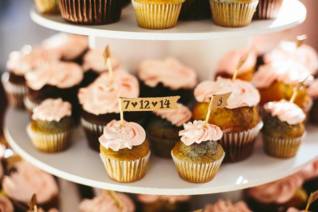 Cupcakes with kraft tags