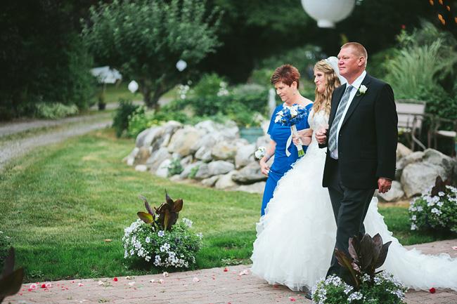 Langley-Backyard-Farm-Wedding003